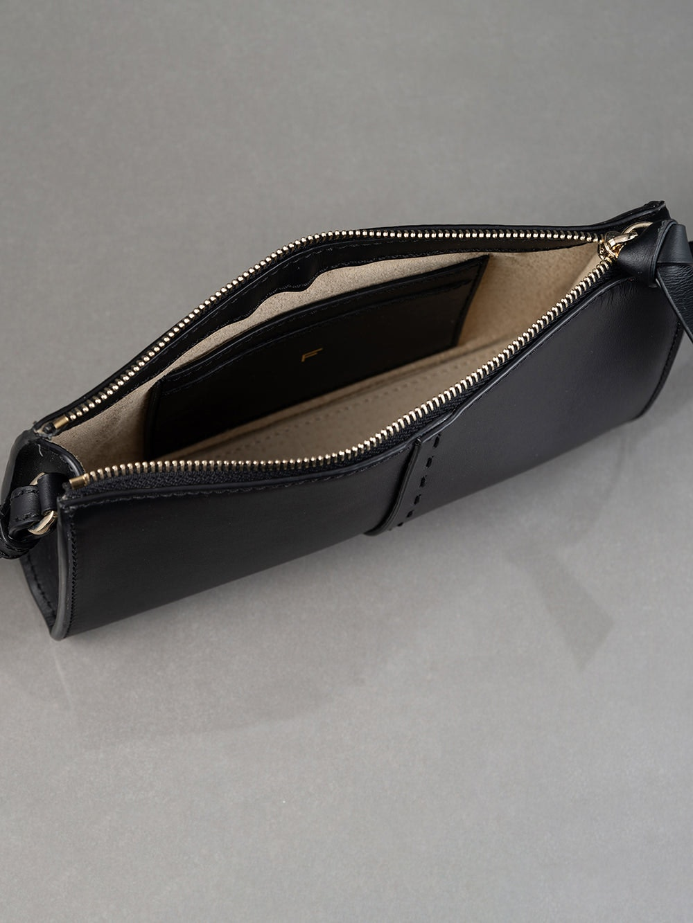 handbag detail view alt:hover