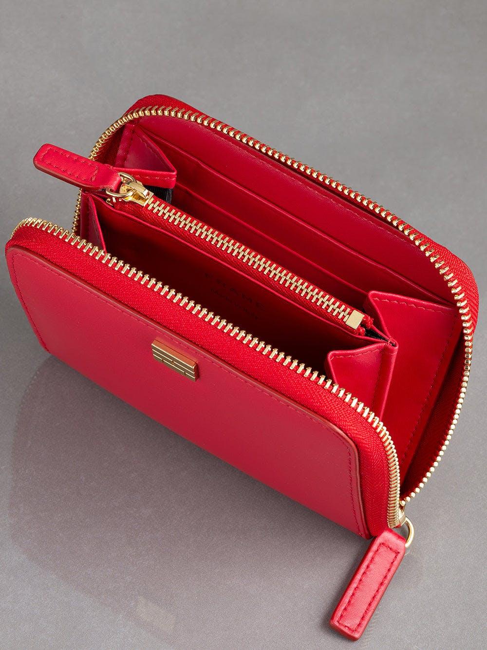 wallet inside view alt:hover
